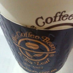 Photo taken at The Coffee Bean & Tea Leaf by Carminah G. on 6/25/2012