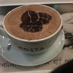 Photo taken at Costa Coffee by Erhan Ali Y. on 11/18/2011