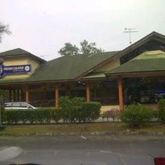 Photo taken at Medan Selera Sepang by Azwan M. on 12/6/2011