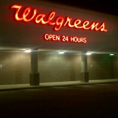 Photo taken at Walgreens by Rick Y. on 6/19/2011