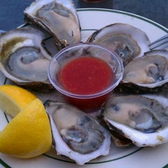 Photo taken at Peter's Clam Bar & Seafood Restaurant by Emily K. on 7/22/2011