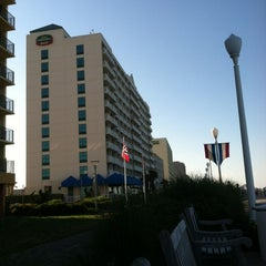 Photo taken at Courtyard by Marriott by Rob on 6/7/2012