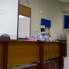 Photo taken at ศูนย์เรียนรวม 3 (Lecture Hall 3) by DOME on 8/24/2012