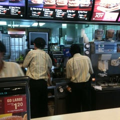 Photo taken at McDonald's by Curry K. on 12/31/2010