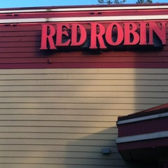 Photo taken at Red Robin Gourmet Burgers by Courtney B. on 6/10/2012