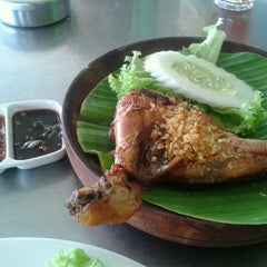 Photo taken at Ayam Bakar Wong Solo by Fred C. on 11/30/2011