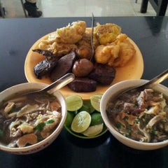 Photo taken at Soto Kudus Blok M by Andreas S. on 8/23/2012