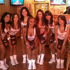 Photo taken at Hooters by Noemi C. on 9/19/2011