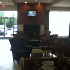 Photo taken at Holiday Inn Aurora North- Naperville by Andre d. on 6/16/2012