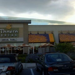 Photo taken at Panera Bread by Des Tuh Nee on 8/22/2011