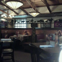 Photo taken at LongHorn Steakhouse by Tyree W. on 10/18/2011