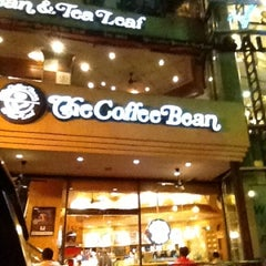 Photo taken at The Coffee Bean & Tea Leaf by Heinie Brian H. on 7/26/2012