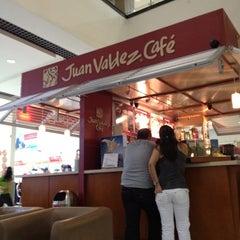 Photo taken at Tienda Juan Valdez by Carlos Arturo M. on 3/16/2012