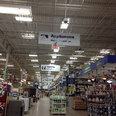 Photo taken at Lowe's Home Improvement by Lukpad .. on 5/31/2012