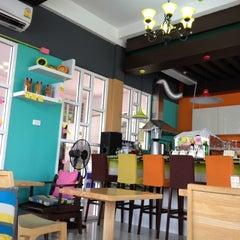 Photo taken at Sit@Dome (ศิษย์โดม) by Kittitat P. on 7/2/2012