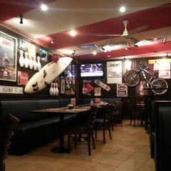 Photo taken at T.G.I. Friday's by Recep Y. on 8/12/2012