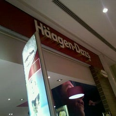 Photo taken at Häagen-Dazs by Pedro C. on 2/7/2012