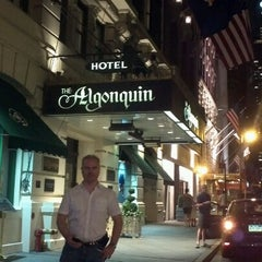 Photo taken at Algonquin Hotel Times Square, Autograph Collection by Jana L. on 7/14/2012