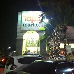 Photo taken at Tops Market (ท็อปส์ มาร์เก็ต) by Decrescendo E. on 12/22/2010