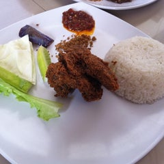 Photo taken at Ayam Lepaas by andry j. on 9/18/2011