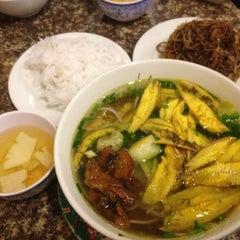 Photo taken at Bun Ca Ro Dong by Jia Jun C. on 1/2/2012