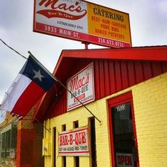 Photo taken at Mac's Bar-B-Que by Matias on 3/30/2011