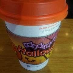 Photo taken at DUNKIN' DONUTS by Seon-O H. on 9/26/2011