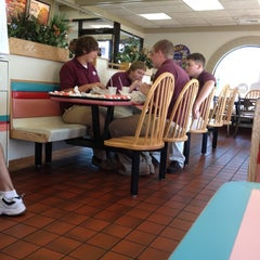 Photo taken at Taco Bell by Loralee T. on 9/12/2012