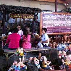 Photo taken at ตลาดโก้งโค้ง บ้านแสงโสม (Talard Kong Khong) by Ple S. on 8/12/2011
