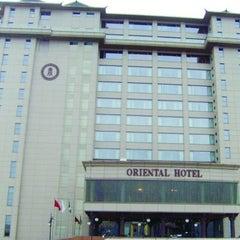Photo taken at Oriental Hotel by Vicki N. on 4/6/2012