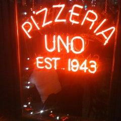 Photo taken at Uno Pizzeria & Grill - Chicago by Derek G. on 12/30/2010
