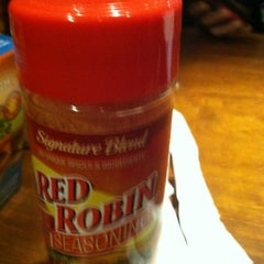 Photo taken at Red Robin Gourmet Burgers by Aracely A. on 2/18/2012