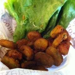 Photo taken at Red Robin Gourmet Burgers by Clara C. on 9/30/2011