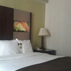 Photo taken at DoubleTree by Hilton Hotel Washington DC - Silver Spring by Joy S. on 8/13/2012