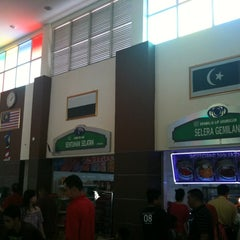 Photo taken at R&R Pagoh (North Bound) by Francis L. on 2/4/2011