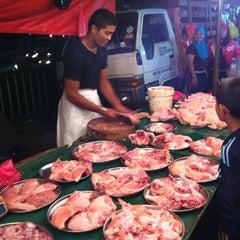 Photo taken at Pasar Malam Jalan Kuching by Azremel R. on 3/31/2011