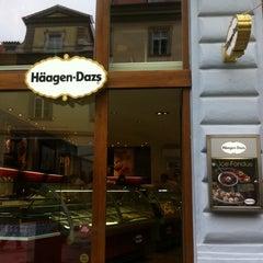 Photo taken at Häagen-Dazs by Tommy D. on 9/9/2011
