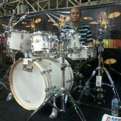 Photo taken at Toko Alat Musik NADA by Ade Chandra I. on 12/14/2011