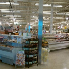 Photo taken at Publix by Valentina C. on 4/12/2011