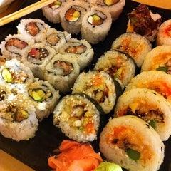 Photo taken at Oishii Japanese Restaurant & Sushi Bar by Allen A. on 3/18/2011