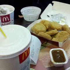 Photo taken at 맥도날드 (McDonald's) by Mina B. on 10/22/2011