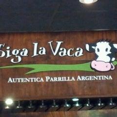 Photo taken at Siga La Vaca by Gerson Claudio C. on 1/26/2012