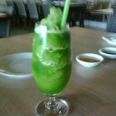 Photo taken at MK Restaurant (เอ็มเค) by Suwitthada K. on 11/10/2011