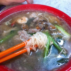 Photo taken at 品品香 Pin Pin Hiong by Jason T on 1/10/2011