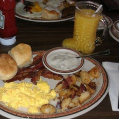 Photo taken at Chuck Wagon Restaurant by María M. on 11/26/2011