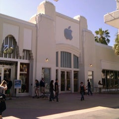 Photo taken at Apple Store, Lincoln Road by Patrick C. on 11/5/2011