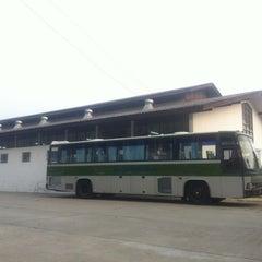 Photo taken at โรงเรียนรักษาดินแดน (Territorial Defense School) by Pissawat U. on 4/1/2012