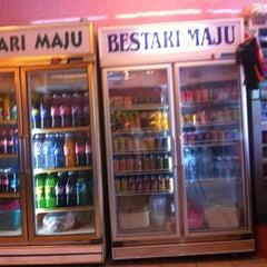 Photo taken at Restoran Bestari Maju by Qurshay Bacqal Rozzi O. on 11/27/2011