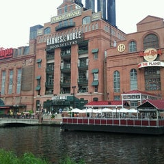 Photo taken at Hard Rock Cafe Baltimore by Tom P. on 8/4/2012