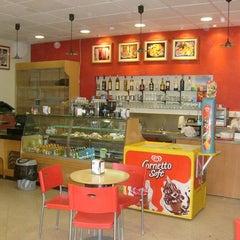 Photo taken at O Meu Café by Sérgio P. on 4/6/2011